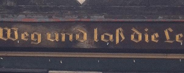 Inschrift an einem Gebäude in Wolfenbüttel